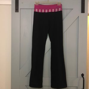 Lululemon quilted groove pants black pink 4 EUC